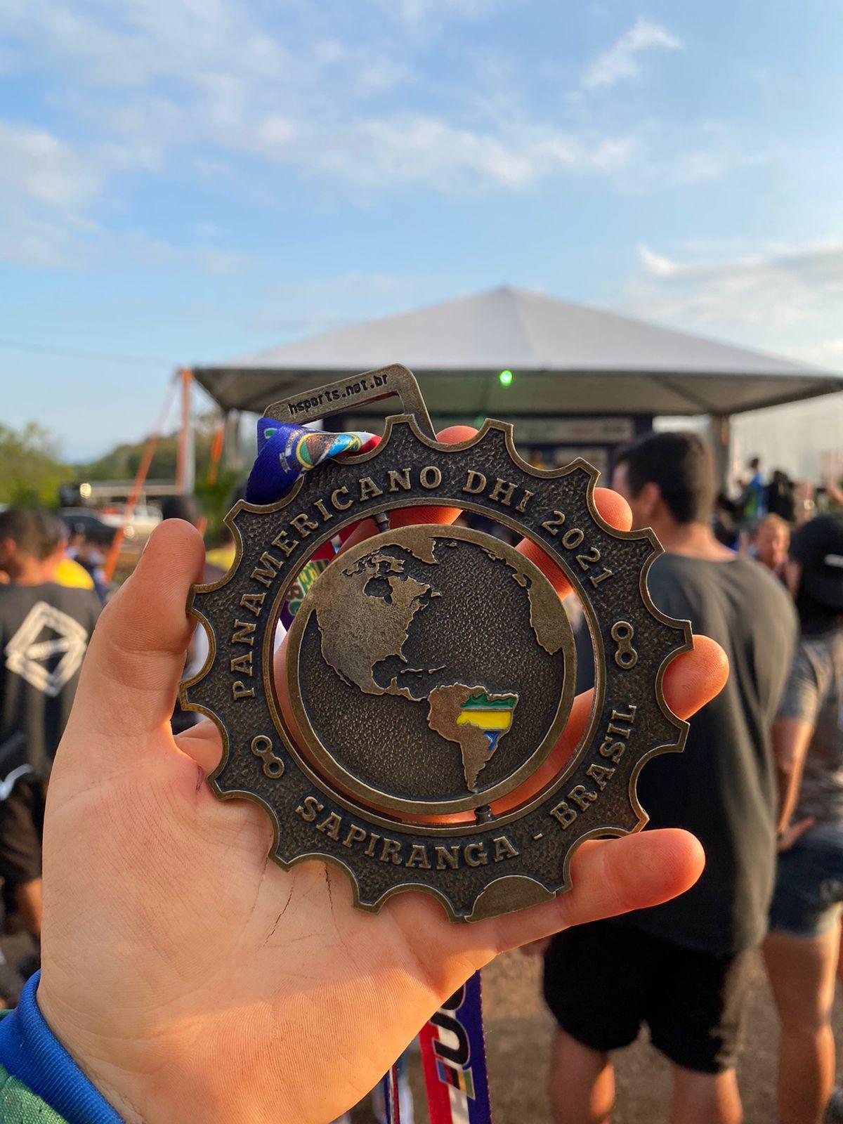 Medalha conquistada pela estudante Liandra Heimann em Campeonato Panamericano de Downhill - Foto: Arquivo pessoal/Divulgação/Educa SC